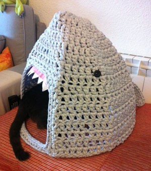 Crochet Cat Bed - Think Crafts by CreateForLess   341x300
