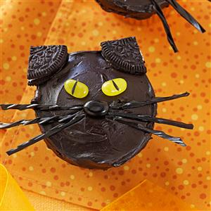 halloween black cat cupcakes